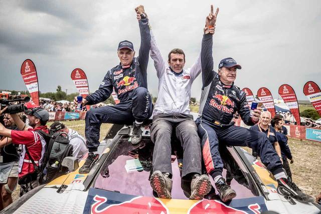 画像: 優勝したカルロス・サインツ/ルーカス・クルス組。
