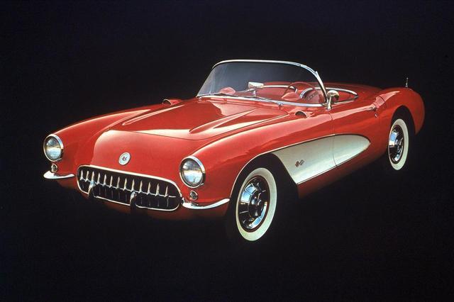 画像: 1953年にデビューしたC1型コルベットで、これは前期モデル。後期モデルは4灯ヘッドライトになる。