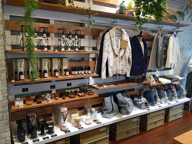 画像: フレグランスやアロマスプレー、ウエアなど、店内を眺めているだけでも楽しい。