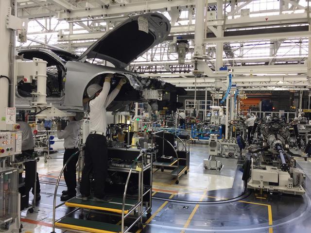 画像: 全8社の国内生産台数は9,194,821台、国内生産比率は32.3%となる。