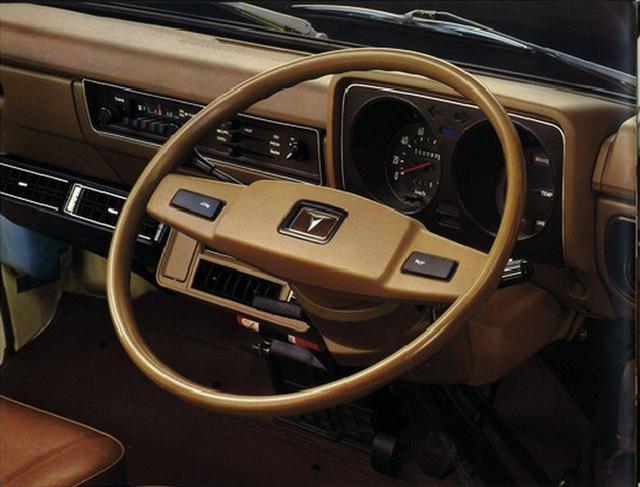 画像: ハンドル角度以外は、乗用車のような豪華なインパネ。