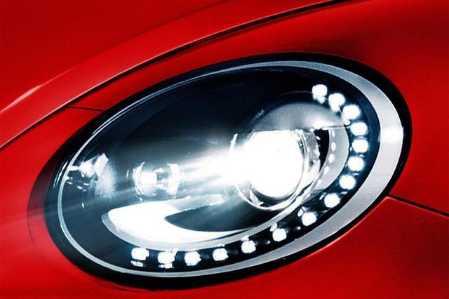 画像: バイキセノンヘッドライトを標準装備。