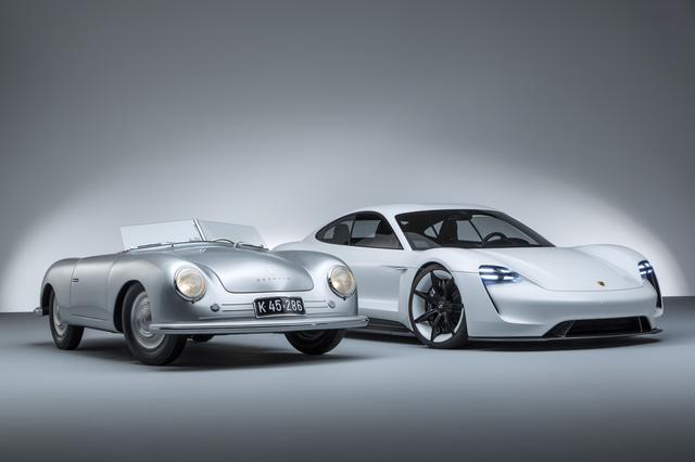 """画像: 70年の年月はポルシェをこう進化させた。356""""No.1""""ロードスター(左)とミッションE(右)。"""