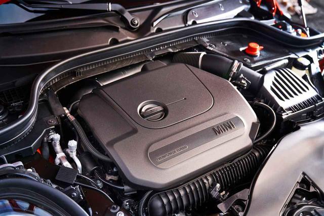 画像: エンジンはガソリンで4種類、ディーゼルで3種類。