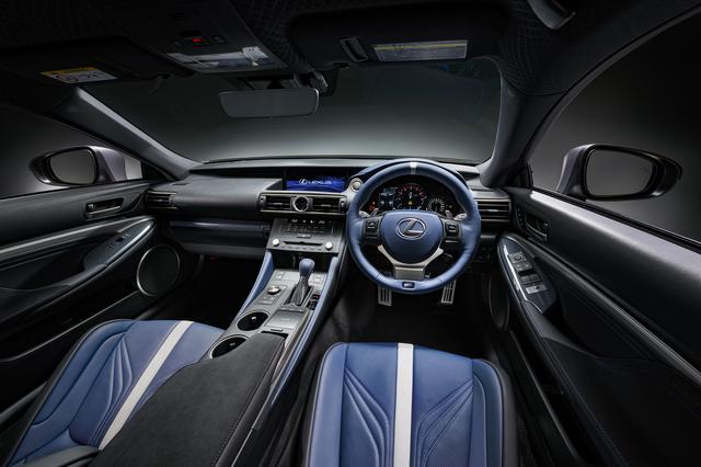 画像: 「F」のシンボルカラーであるヒートブルーをモチーフにしたインテリアデザイン(写真はRC F GS F特別仕様車「F 10th Anniversary」)。