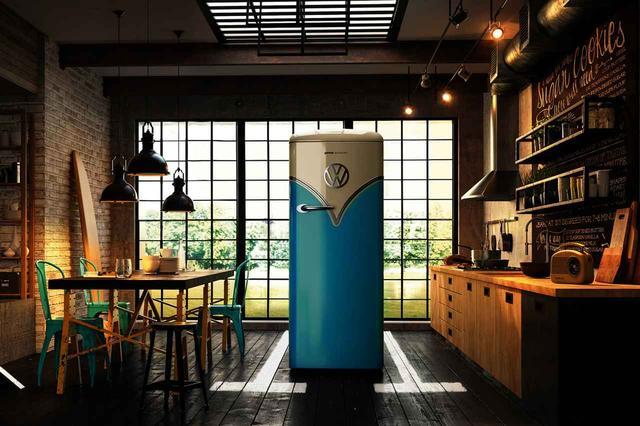 画像: ベイビーブルーのワーゲンバス冷蔵庫。