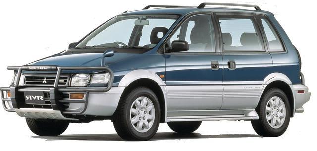 画像: 1992年9月に登場したRVRスポーツギア。「カンガルーバー」と呼ばれたフロントグリルガード/背面スペアタイヤのマッチョなスタイリングは好評で、「RVR」といえばこの姿を想像する人が多いはず。
