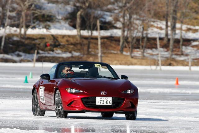 画像: 今回参加した蔭山は、約10年前に4WDモデルで氷上走行したことがあるものの、FR車でははじめて。