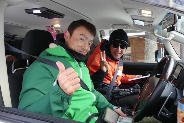 画像: ラリー出発前の参加者、阿久津さんと細川さん。会社の同僚なんだそう。阿久津さんはスペースギアやチャレンジャーも乗り続けてきた根っからの「三菱党」。細川さんは最近、某社のSUVを購入したそうだが、「あー、デリカにしときゃ良かったー」とボソリ。