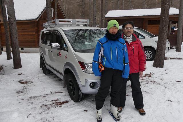 画像: 柳 勝徳さん/大周くん親子。「もうこのデリカは8年乗っています。やっぱりこのデザインが好きなんですよね。それにつきます。以前はパジェロに乗ってました。えぇ、三菱好きです」