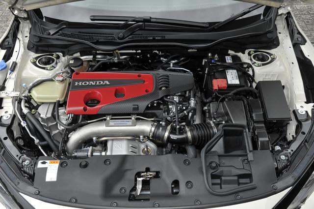 画像: 先代と同じK20C型2ℓ直4DOHC直噴ターボエンジンながら、センターエキゾーストパイプ採用による排気効率の向上や、細やかなエンジン制御の最適化により、先代比10㎰アップの320㎰を発生。レスポンスにもこだわっている。