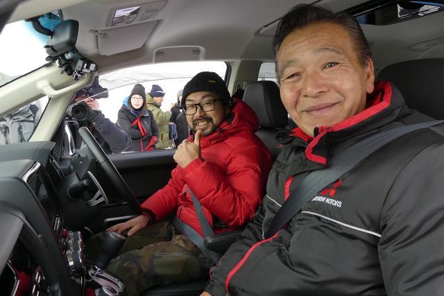 画像: 助手席に座る増岡氏からのアドバイスどおりに運転する。次第に楽しくなってくる。