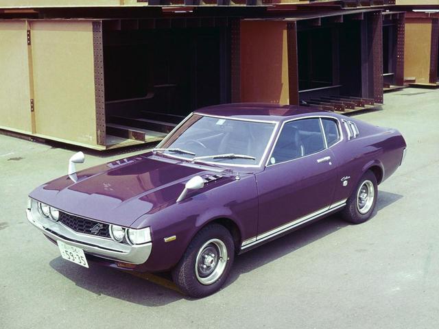 画像: 1974年に登場したセリカLB2000GT。スタイリッシュなボディで大人気となったが、やはりそこに2L DOHCが搭載されていた面も大きかった。