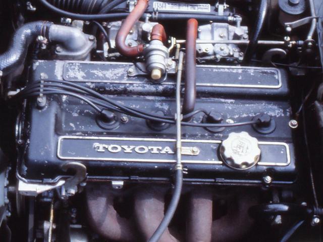 画像: 2T型OHVをベースにヤマハがDOHC化した2T-G型ユニット。115ps/14.5kgmのスペックは当時としては十分にスポーティなもの。あこがれの的となった。