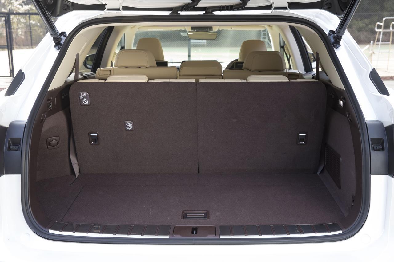 画像: フル乗車状態でも荷室スペースはかなり広い。