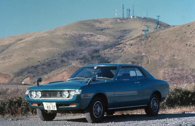 画像: スペシャリティカーというジャンルを日本に確立させたのがセリカ1600GT。1970年にデビューすると同時に、全国のクルマ好きから大きな支持を得ることになる。