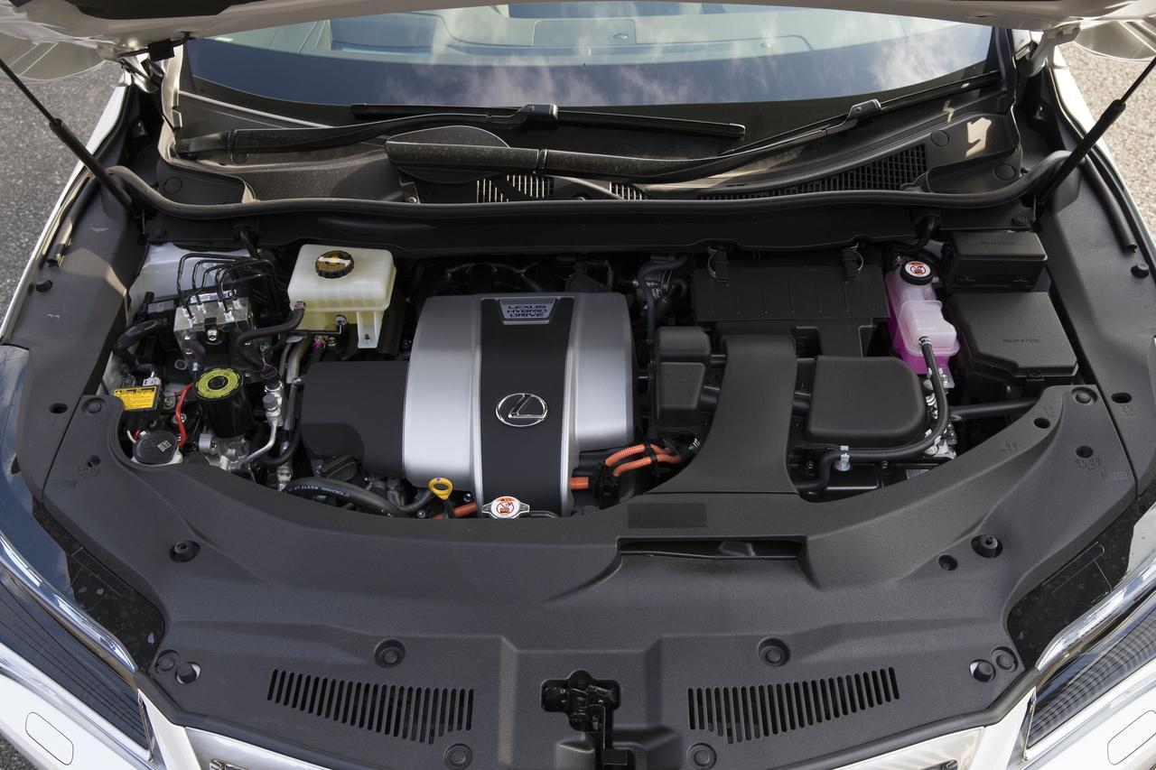 画像: RX450hLのパワーユニットはハイブリッドのみ。駆動方式も AWDのみとなる。