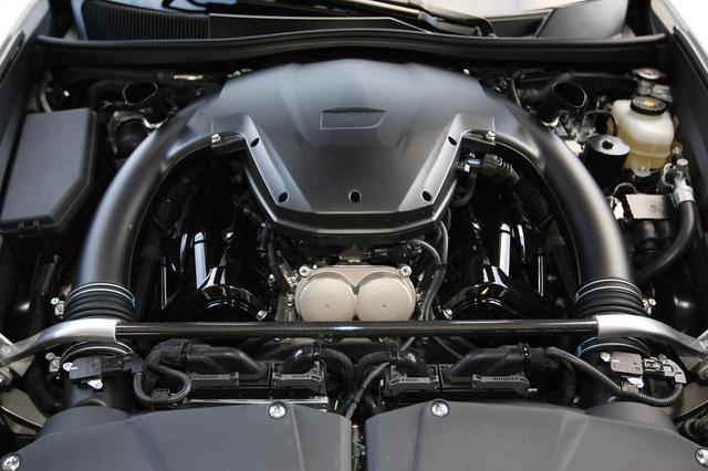 画像: LFAにフロントミッドに搭載された1LR-GUE。コンパクトであるとともに、オイルパンを最小化したドライサンプとすることで低重心化を図っている。