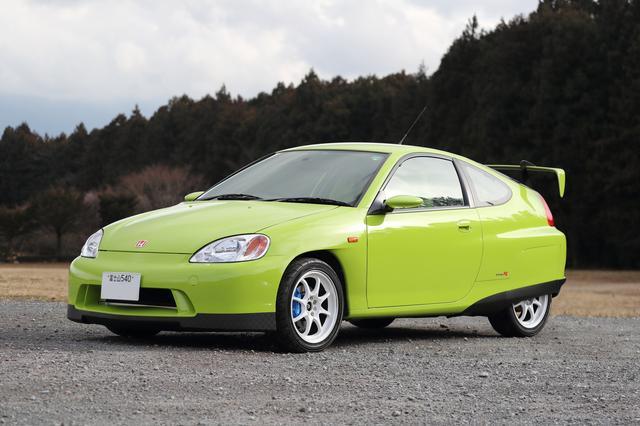 画像: ユニークなボディカラーが特徴だが、車名の由来を由良さんに聞くと「この色見て、アマガエルみたいでカワイイでしょ♪」とのこと。