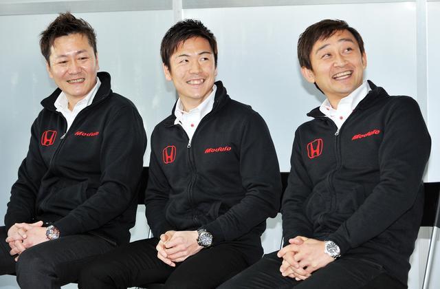 画像: 左より、監督兼エンジニアのチョン・ヨンフン氏、大津弘樹選手、道上龍選手(代表)