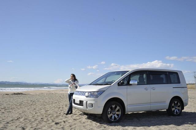 画像: デリカD:5。砂浜とか、雪道とか似合いますね。アクティブなユーザーが多いのも納得!