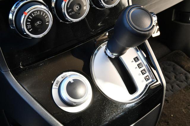 画像: シフトセレクターの左にあるのが「ドライブモードセレクター」のダイヤルです。