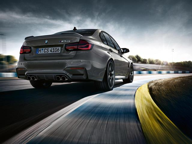 画像: BMW M3 CSにはリアスポイラーやディフューザーが装備される。