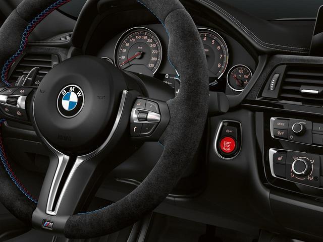 画像: 赤いエンジンスタートボタンが、ただ者ではない印象を醸す。