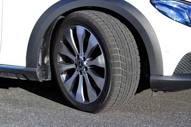 画像: 今回、ヨコハマのスタッドレス「アイスガード 6」を装着。ドライの高速道でも不満ない走りを見せた。
