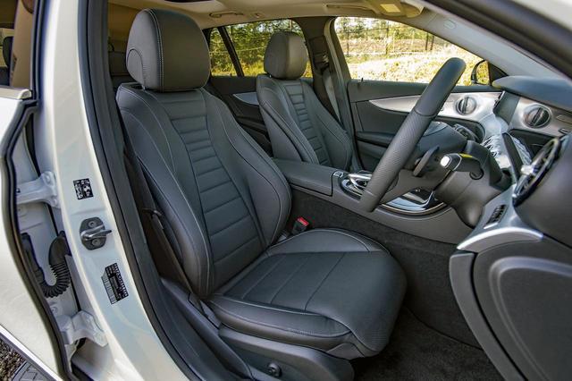画像: 高級SUVを意識して本革シートを標準装備。前席は電動アジャスト(ランバーサポートも電動)でヒーター内蔵。