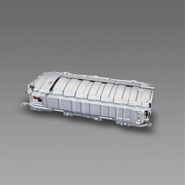 画像: 新型Ni-MH バッテリー。