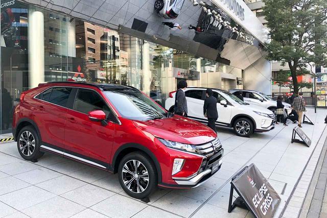 画像: 三菱自動車本社前に展示されているエクリプスクロス。