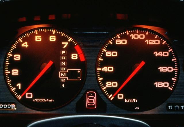 画像: NSX(4速ATモデル)のメーター。スーパーカーなのに当時はまだ180km/hスケールの速度計だった。