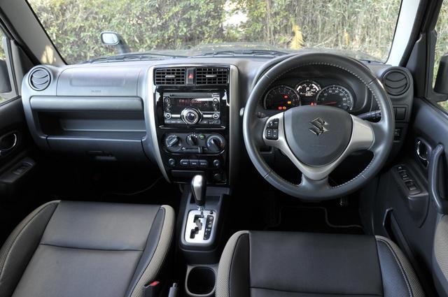 画像: シンプルな内装だが、無骨さはなく乗用車らしいつくり。灰皿がインパネにきちんとマウントされているところに時代を感じる。