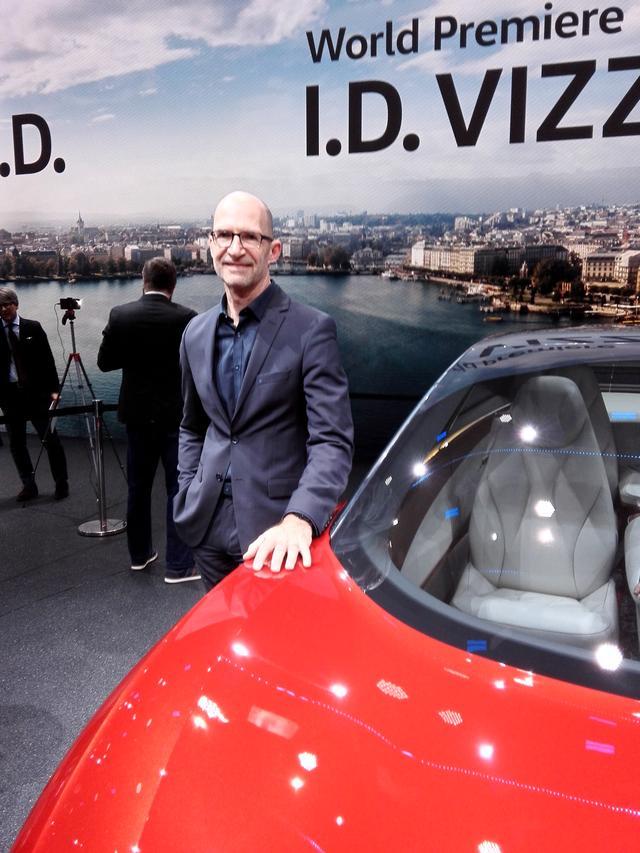 画像: 「Head of Volkswagen Design」を担うクラウス・ビショフ氏。1989年に新卒で入社以来、常にフォルクスワーゲングループでデザイナーとして活躍してきた。現職は2007年から。