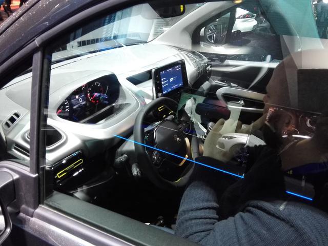 画像4: 最新のプジョー顔が似合う!新型MPV『リフター』の4WD仕様が気になる件【ジュネーブオートサロン2018】