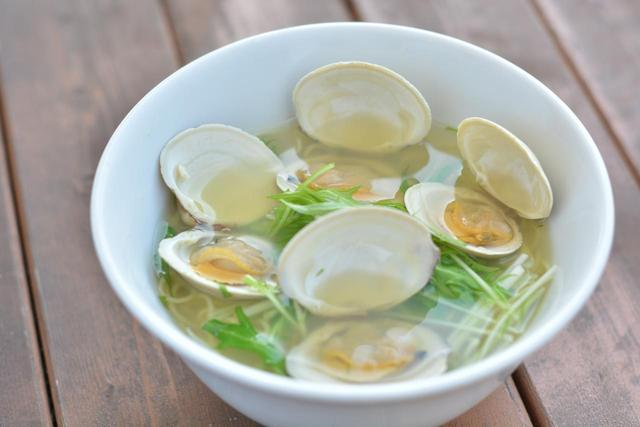 画像: 「船橋産ホンビノス貝の塩ラーメン」(990円) ホンビノス貝の濃厚な出汁を楽しめる一杯。
