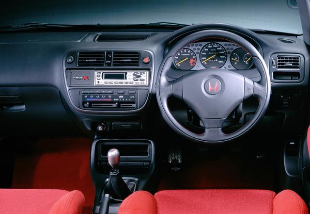 画像: 1995年9月に登場した「ミラクルシビック(EK型)」をベースに、走りの楽しさと運動性能を徹底追求した3ドアFFスポーツ。NSX、インテグラに続くホンダ「タイプR」の第3弾となる。価格は199万8000円だった。
