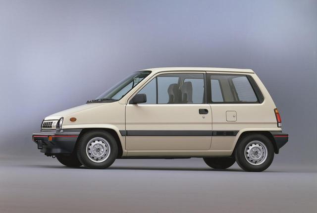 画像: 3ドアのボクシーなデザインは当時の若者に愛された。