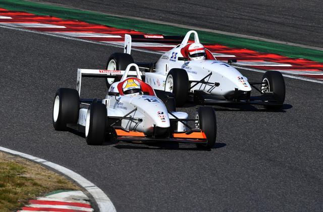 画像: 2レースとも「圧巻」のフライングスタートで星野が2連勝を達成(いいのか?)
