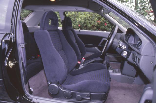 画像: シート地や内張りのトリムには専用色のものが使われている。