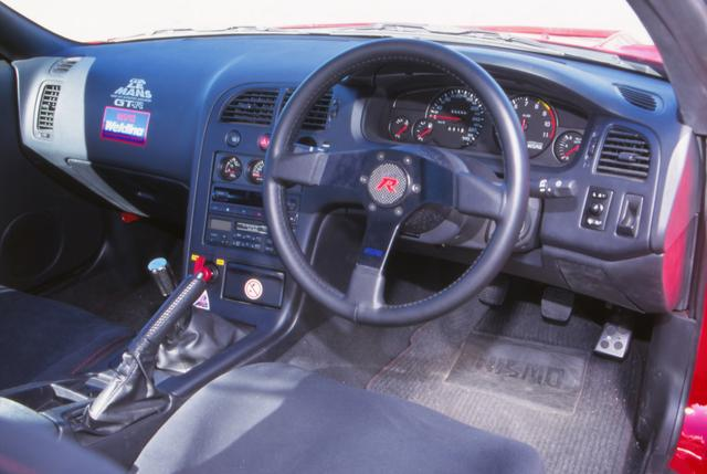画像: NISMOのレーシングテクノロジーがふんだんに採用された究極のコンプリートカー。1200万円の車両価格は、実は大バーゲンだ!