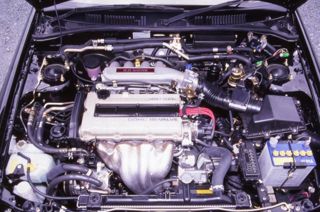 画像: エンジンを高圧縮比するとともに吸排気系を見直すことで、最高出力で+10ps、最大トルクも1.3kgm強化された。