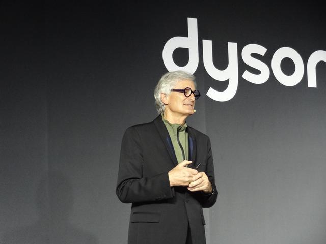 画像: ジェームズ・ダイソン氏。2006年に画期的な掃除機を広めた功績でエリザベス女王からナイトの称号を授与された。