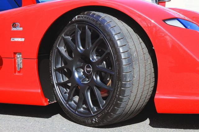 画像: 前後異径異サイズのミシュラン パイロットスーパースポーツをTWS製のホイールに履く。ブレーキはAPレーシング製。