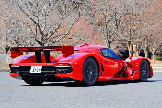 画像: リアスタイルもレーシングカーそのもの。ボディ後端下部はディフューザー形状となっている。