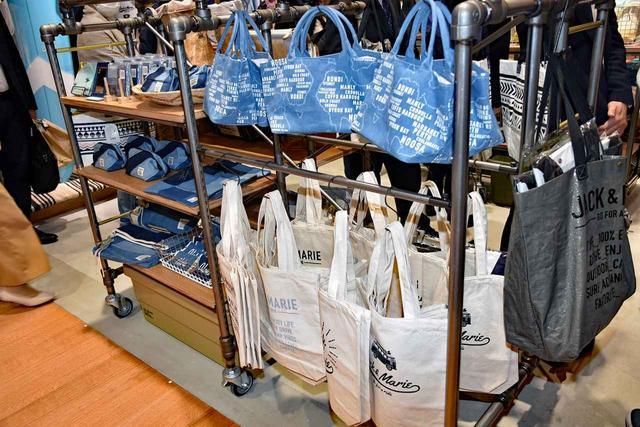 画像: 人気のトートバッグは、サイズや素材の種類も豊富だ。