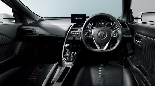 画像: インテリア。センターの6.1インチディスプレイは、Honda純正ナビアプリ「internavi POCKET(有料)」を起動したスマートフォンを繋げばカーナビとして使える。
