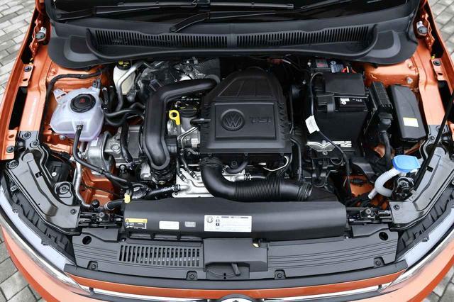画像: エンジンは従来の直4・1.2TSIから直3・1.0TSIにダウンサイジング化。だが最高出力で5psアップ、最大トルクで15Nmアップされた。燃費は従来の22.2km/ℓから19.1km/ℓにダウン。
