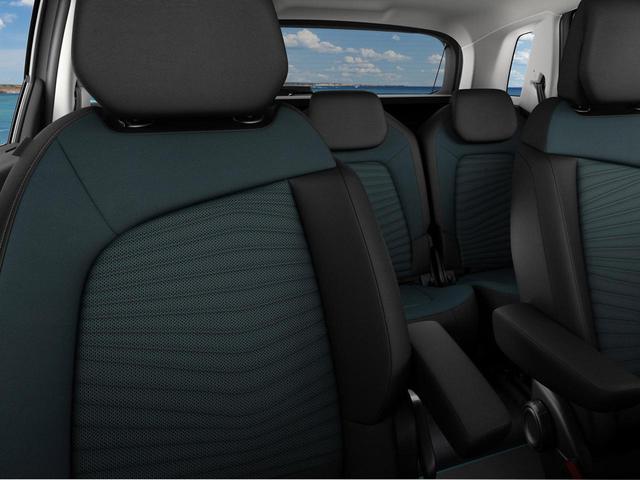 画像: 深いブルーグリーンのシートを特別装備するグランドC4ピカソ ワイルドブルー。